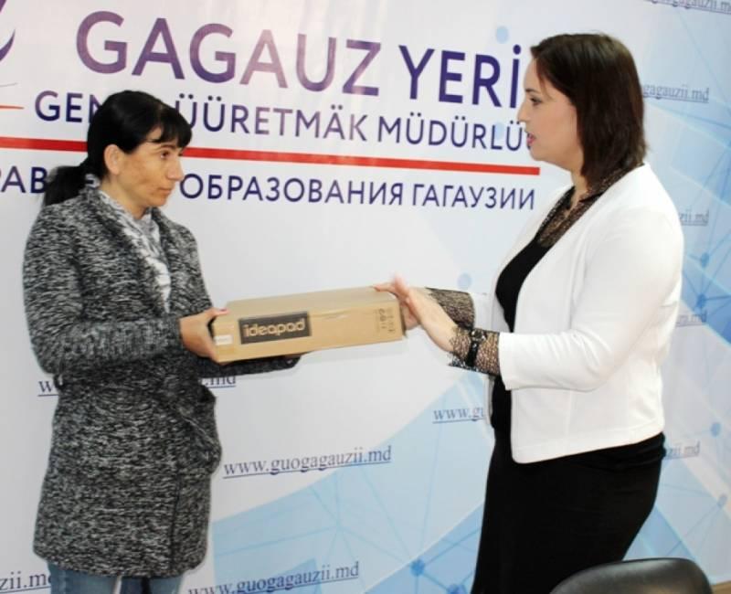 #ПоделисьКомпьютером: Компания «Точка Роста» подарила два ноутбука учащимся Гагаузии