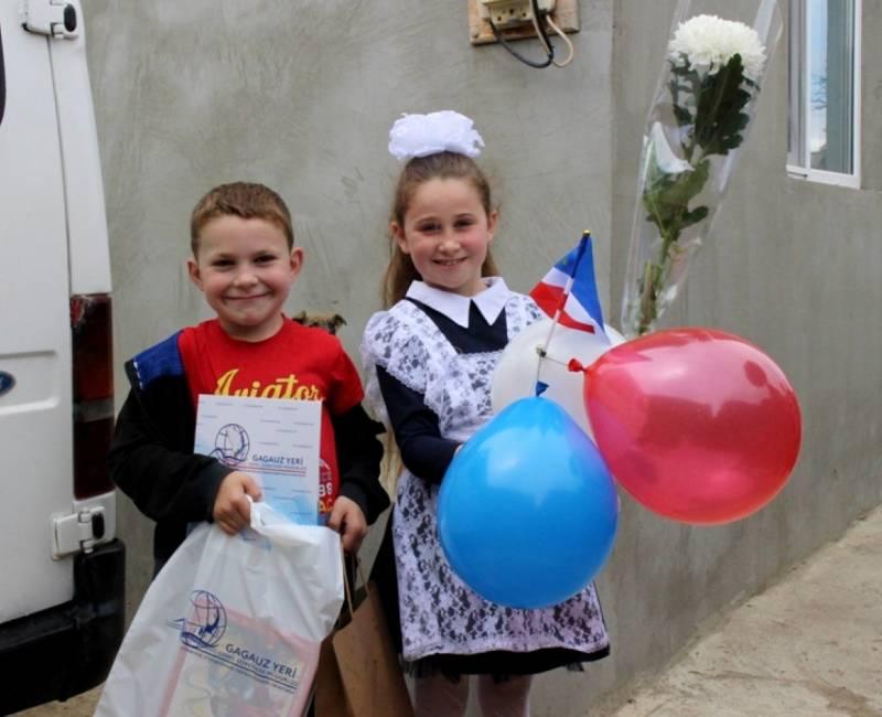Дипломы и подарки призерам и победителям конкурса исследовательских работ в рамках Дня защиты детей
