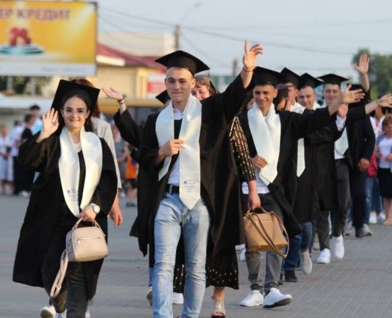 Более 87% выпускников 12-х классов 2021 года выпуска продолжили обучение в ВУЗах Республики Молдова